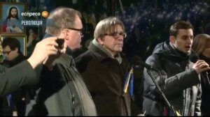 alde-guy-verhofstadt-speaking-to-protesters-in-maidan-square-kiev-eu-alde