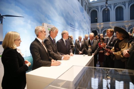 NordLink_signing_with_Dutch_royal_couple-20150319_92e39932f9